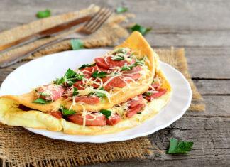 Sprawdzony przepis na smaczne śniadanie – puszysty omlet